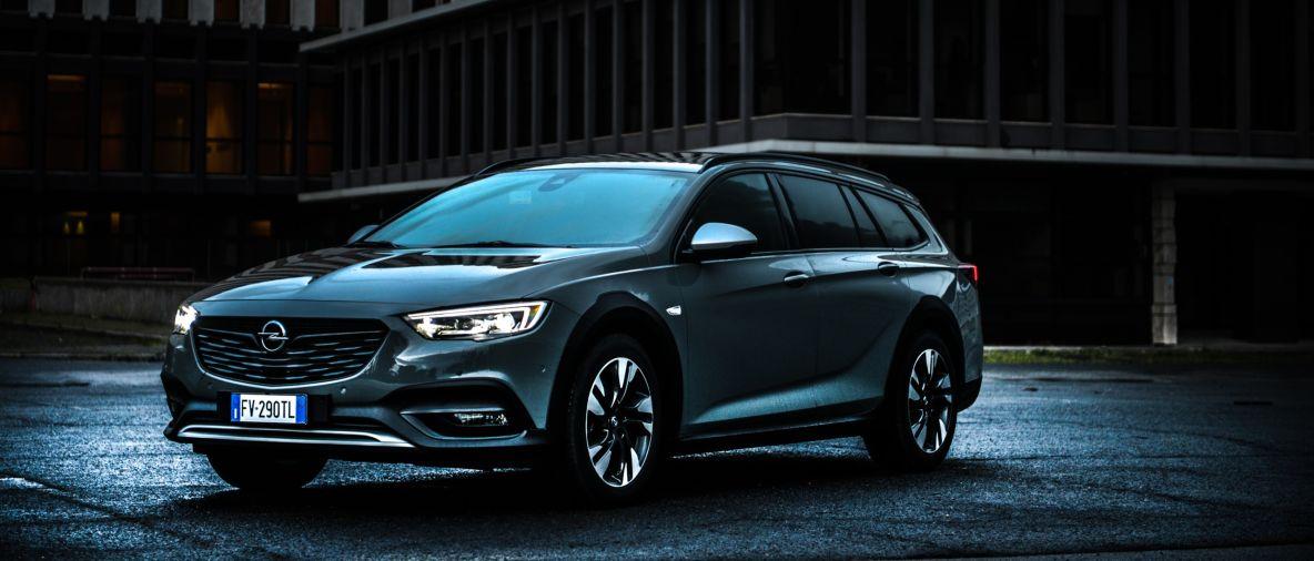 Opel Insignia Country Tourer, potenza e controllo