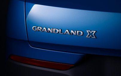 Occhi puntati su Grandland X: il nuovo SUV Opel si distingue dai rivali per l'originalità del design