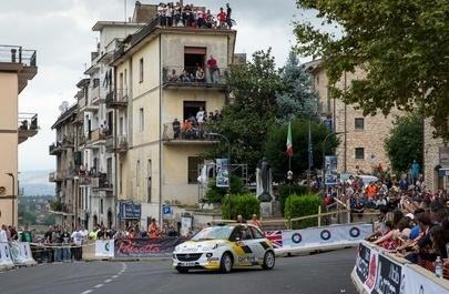 I giovani piloti Opel affrontano un'emozionante battaglia per il titolo