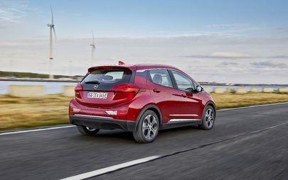 Opel Ampera-e percorre 750 chilometri con un'unica ricarica