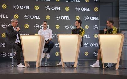 Il Borussia Dortmund visita la sede Opel a Rüsselsheim