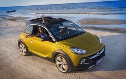 Guidare in modo più efficiente con i modelli Opel e Apple CarPlay grazie all'integrazione con Waze e Google Maps