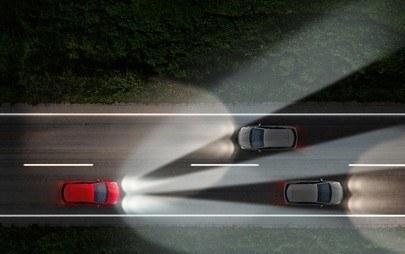 Affrontare in sicurezza il buio dell'inverno con gli innovativi fari Opel