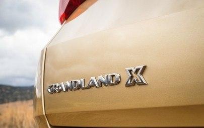 Un'auto robusta con un motore potente: il nuovo Opel Grandland X sarà disponibile con un diesel top di gamma e il nuovo allestimento premium