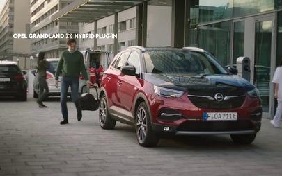Al via la nuova campagna a 360 gradi di Opel Grandland X Hybrid4