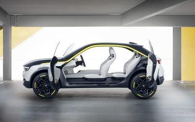 Ordinato, grintoso, intelligente: l'abitacolo della Opel GT X Experimental