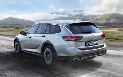 L'ammiraglia Opel con il fascino dell'offroad: nuova Insignia Country Tourer