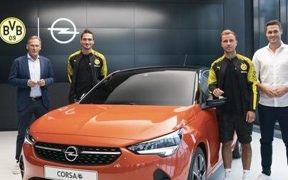 Inizia la nuova stagione calcistica con Opel: novità spettacolari, pura passione e un allenatore che sta diventando leggenda